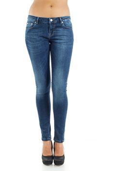 Blugi skinny - LISA - SuperJeans of Sweden - Mid Wash Superblue. Get it here >> http://superjeans.ro/branduri/superjeans-of-sweden/blugi-skinny-superjeans-of-sweden-mid-wash-superblue.html