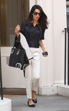 Check out 14 summer work outfit ideas from Amal Clooney that are impeccable and fairly refined with her style. 30 Outfits, Mode Outfits, Office Outfits, Summer Outfits, Fashion Outfits, Amal Alamuddin Style, Lawyer Outfit, Amal Clooney, George Clooney