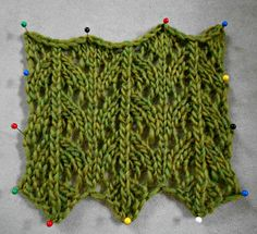 Stitch Guide: Fish Tail Lace.  Directions for knitting flat or in the round.