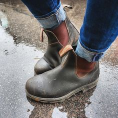 Blundstone - Original 500 Series Chelsea by Blundstone - perfect boot for walking to school or walk- fall waterproof boot Sock Shoes, Cute Shoes, Me Too Shoes, Shoe Boots, Spring Fashion, Winter Fashion, Fashion Looks, Chelsea Boots, Cute Outfits