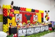 Decoração da festa de 1 ano do Gabriel. #mickey #mickeyparty #decorparty www.villasboasstudio.com.br