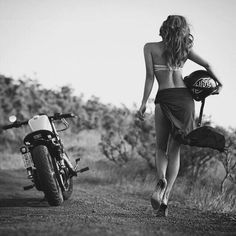 Motorcycles, bikers and more: Fotos Lady Biker, Biker Girl, Moto Vespa, Motard Sexy, Chicks On Bikes, Cafe Racer Girl, Motorbike Girl, Motorcycle Bike, Elegantes Outfit
