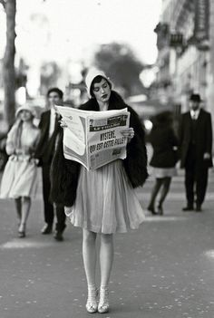love the fashion of this time period!