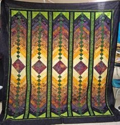 Beautiful quilt - reminds me of a Frank Lloyd Wright window design. Quilting Classes, Quilting Tutorials, Quilting Designs, Quilt Design, Braid Quilt, Bargello Quilts, The Quilt Show, Jacob's Ladder, Embroidered Gifts