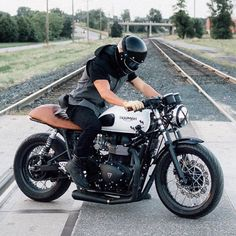 Get your daily dose of quality cafe racer inspiration! Triumph Cafe Racer, Cafe Racers, Triumph Bikes, Triumph Motorcycles, Custom Motorcycles, Custom Bikes, Triumph Motorbikes, Cafe Bike, Cafe Racer Bikes