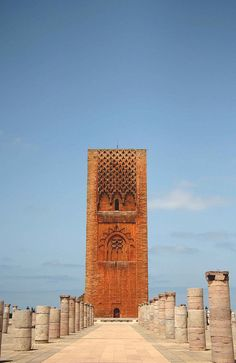 La torre di Hassan in Rabat, Morocco Islamic Architecture, Art And Architecture, Marrakech, Cool Places To Visit, Places To Travel, Mekka, Visit Morocco, Thinking Day, Le Far West