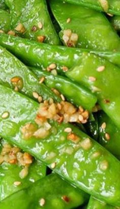 Enjoy this simple 5 minutes healthy spring and summer dish--garlic snow peas stir fry Pea Recipes, Side Dish Recipes, Vegetable Recipes, Vegetarian Recipes, Dinner Recipes, Cooking Recipes, Healthy Recipes, Stir Fry Recipes, Vegan Vegetarian