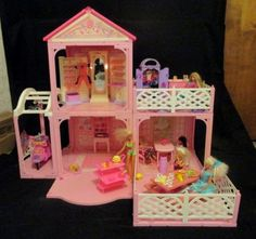 1995-BARBIE-PINK-N-PRETTY-DOLLHOUSE-W-MANY-ACCESSORIES-LIGHTED-MIRROR-SCOOTER