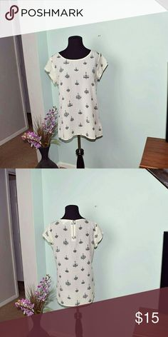 Banana Republic Flowy Chandelier Blouse In excellent condition. Beautifully made. Banana Republic Tops Blouses