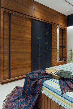 Bedroom Cupboard Designs, Wardrobe Design Bedroom, Bedroom Bed Design, Bedroom Furniture Design, Home Room Design, Home Decor Bedroom, Modern Bedroom, Sliding Door Wardrobe Designs, Bedroom False Ceiling Design