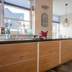 Binnenkijken bij Johan en Esther - de Knikker Bar, Kitchen Island, Modern, Home Decor, Homemade Home Decor, Trendy Tree, Interior Design, Home Interiors, Decoration Home