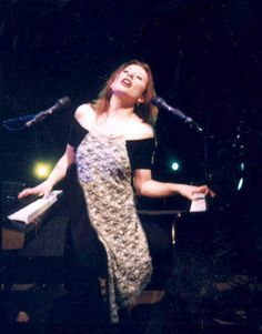 Tori Amos playing two pianos at once - All women can multitask, but Tori makes it look way easy.