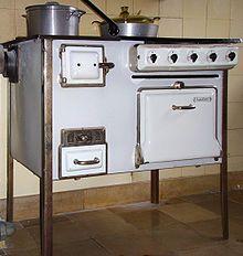 The Frankfurt Kitchen: Small, Cool 1926 Kitchen Stove, Old Kitchen, Vintage Kitchen, Kitchen Appliances, Kitchen Ideas, Coal Burning Stove, Coal Stove, Small Kitchen Layouts, Small Kitchen Storage