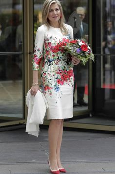 Queen Maxima of the Netherlands arrives an Berlin summit Mode Ab 50, Short Dresses, Dresses For Work, Royal Fashion, African Dress, Feminine Style, Couture Fashion, Beautiful Dresses, Fashion Dresses