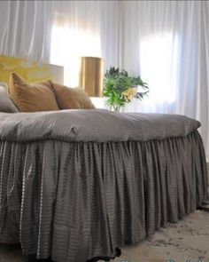 Ruffles hang from fitted sheet instead of going between the matteress and boxspring. WAY EASY TO clean or change GREAT IDEA!: Ruffled Bed From Bed Sheets ~ How To Cute Bedding, Ruffle Bedding, Cama Box King, Diy Bed Sheets, Master Bedroom, Bedroom Decor, King Size Sheets, Dust Ruffle, Ruffles