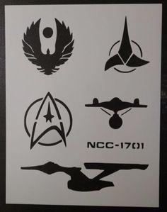 Affiche Star Trek, Stencil Art, Stencils, Star Trek Tattoo, Ship Silhouette, Nerdy Tattoos, Star Trek Images, Star Trek Ships, Star Trek Enterprise