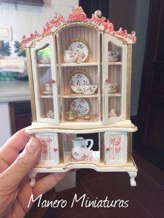 Cabinet for Dolls ' houses, miniature furniture, handicrafts Vintage Dollhouse, Diy Dollhouse, Dollhouse Miniatures, Miniature Crafts, Miniature Dolls, Dollhouse Accessories, Doll Accessories, Miniature Furniture, Dollhouse Furniture