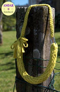 Collar de trapillo realizado con la técnica japonesa kumihimo.