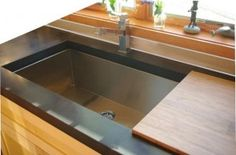 Undermount Kitchen Sink With Fitted Bamboo Cutting Board