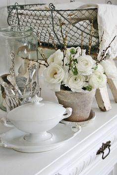 Gorgeous Shabby Chic Home Decor White Cottage, Rose Cottage, Shabby Cottage, Cottage Style, Shabby Chic Stil, Estilo Shabby Chic, Shabby Chic Homes, Vibeke Design, Shades Of White