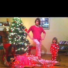 This is what happens when the kids outnumber the adults! Funny Christmas Cards, Christmas Humor, Christmas Themes, Christmas Lights, Family Christmas Pictures, Family Photos, Girl Tied Up, Christmas Photography, Silent Night