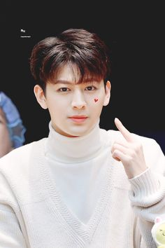 Image discovered by JU_NHOE. Find images and videos about k-pop, song and Ikon on We Heart It - the app to get lost in what you love. Kim Jinhwan, Chanwoo Ikon, Mix And Match Ikon, Bobby, Ikon Songs, Rapper, Ikon Member, Ikon Debut, Jay Song