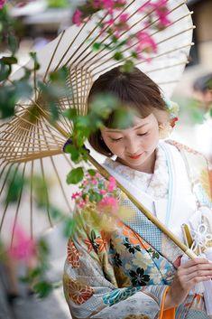 八坂(京都)の前撮り・ロケーション撮影 | elle pupa (エル ピューパ) Japanese Wedding, Japanese Modern, Crazy Wedding, Japan Woman, Japanese Outfits, Wedding Photoshoot, Kimono Fashion, Fashion Photo, Portrait Photography