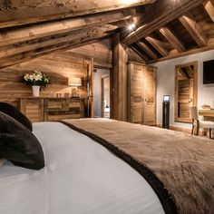 〚 Ski paradise at Le Kaila hotel 〛 ◾ Photos ◾Ideas◾ Design Chalet Interior, Interior Design, Chalet Chic, Ski Chalet, Log Cabin Homes, Log Cabins, Cabins And Cottages, Home Bedroom, Bedroom Ideas