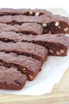 A deliciously decadent Thermomix Double Chocolate & Walnut Brownie that takes less than 10 minutes to prepare (and even less time to devour! Cake Mix Recipes, Brownie Recipes, Paleo Recipes, Walnut Brownie Recipe, Cheddarwurst Recipe, Mulberry Recipes, Spagetti Recipe, Szechuan Recipes, Dessert