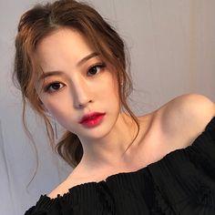 Bora Lim - Makeup Looks Korean Korean Makeup Look, Korean Makeup Tips, Korean Makeup Tutorials, Korean Beauty, Asian Beauty, Korean Makeup Ulzzang, Ulzzang Makeup Tutorial, Asian Makeup Natural, Korean Wedding Makeup