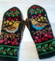 Ravelry: Birds and Berries pattern by Natalia Moreva Knitted Mittens Pattern, Fair Isle Knitting Patterns, Knit Mittens, Knitted Gloves, Knitting Socks, Baby Knitting, Wrist Warmers, Knitting Projects, Knit Crochet