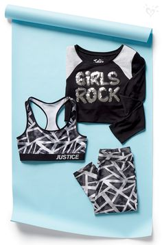 Coordinating activewear in sochic black and white. Goodbye active outfit guesswork!