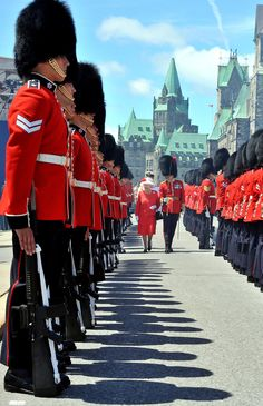 Queen Elizabeth II inspects a Guard of Honour outside the Canadian Parliament, after arriving to attend the Canada Day celebrations on July 2010 in Ottawa, Canada. The Queen and Duke of Edinburgh. Get premium, high resolution news photos at Getty Images Ottawa Canada, Canada Eh, Visit Canada, Santa Lucia, Happy Canada Day, Elisabeth Ii, Isabel Ii, Kingdom Of Great Britain, Queen Elizabeth