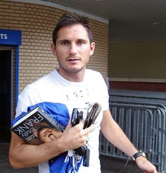 Totally Frank Lampard by Kenaz.24, via Flickr Chelsea Football, Chelsea Fc, Stamford Bridge, Fulham, Book Signing, West London, Hot Guys, Champion, Blues