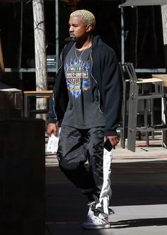 Kanye West Photos Photos - Blonde haired rapper Kanye West is spotted leaving the gym with a friend in Los Angeles, California on March 1, 2017. Kanye was rocking a Harley Davidson t-shirt during the healthy outing. - Kanye West Gets His Workout In