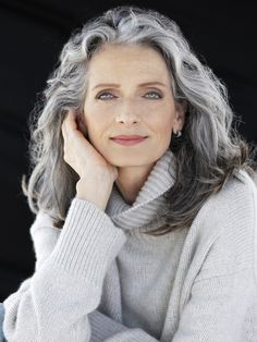 Gray is the new Black: 30 hairstyles for gray hair- Grey is the new Black: 30 Frisuren für graue Haare Because of grandma! What used to be taboo is now awesome: gray hair! We definitely find gray hair absolutely sexy and show you wonderful hairstyles … - Grey Hair Over 50, Long Gray Hair, Silver Grey Hair, Curly Gray Hair, Lilac Hair, Pastel Hair, Green Hair, Blue Hair, Burgundy Hair