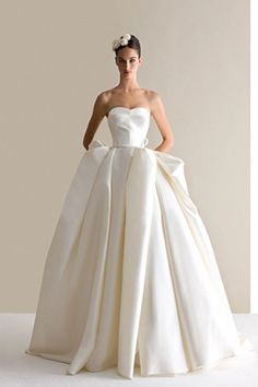 Antonio Riva's 2016 collection has all the ingredients for bridal gown perfection gorgeous silhouettes evocative of flowers in bloom, flounces dipped in colors like soft petals, and a cool, modern … Dream Wedding Dresses, Bridal Dresses, Wedding Gowns, Wedding Ceremony, Ceremony Dresses, Wedding Pics, Dress Vestidos, Beautiful Gowns, Dream Dress