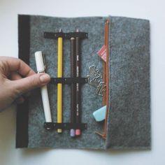 #mydesign #design #designer #pencilcase #pencil #felt #gray #zip #handmade #handicraft #craft #kunsthandwerk #homemade #backtoschool #man #praktical #praktisch #gift #elefant #paperclip #rapidograf #rapidograph #valentines #valentinesgift