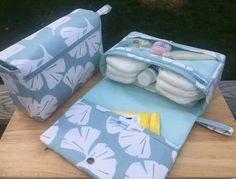 Ginkgo leaf diaper bag organizer, new parents gift, diaper clutch, nappy bag with clear zipper pouch Ginkgo-Blatt-Windel-Tasche-Veranstalter neue Eltern Geschenk Diy Bag Organiser, Diaper Bag Organization, Diaper Clutch, Diaper Bag Backpack, Diaper Bags, Diy Nappy Bag, Diaper Bag Patterns, Baby Wipe Case, Bag Patterns