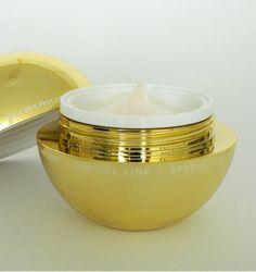 Utsukusy Sarcodes Couperose cream, Babs testte het micellair water, het serum en de crème. http://www.beautybybabs.com/utsukusy-sarcodes-couperose-home-care-kit/