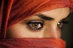 http://blog.buzzintown.com/wp-content/uploads/2011/10/eyes2.jpg