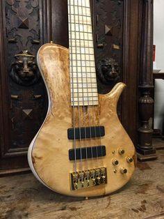 MBass Custom RTW with basswood burl top #marleaux #bassguitar #bass #mbass #custom #6string #rtw #regiotnewood #maple #basswood #delano #gold