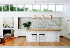 Luminaire suspendu en cuivre brillant, design d'intérieur Arent & Pyke