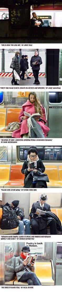 série de fotos mostra o que as pessoas estão lendo no metrô de NY