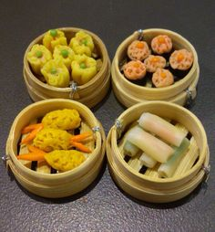 Miniature FoodsJapanese Sushi in Bamboo magnet by FMshopp on Etsy, Starbucks Strawberry, Pasta, Tiny Food, Clay Miniatures, Polymer Clay Charms, Miniature Food, Cute Food, Sushi, Magnets