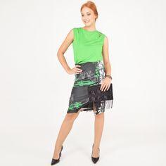Blusa com recortes + Saia lápis estampada + Clutch com aplicação de paetês e franjas. #moda #look #outfit #ootd #lnl #looknowlook