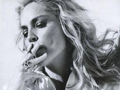 Sharon Stone People Smoking, Women Smoking, Sharon Stone, Just She, Girls World, Charlize Theron, Photography Women, Black And White Photography, Hair Cuts