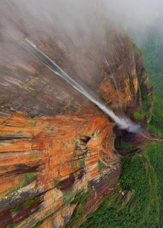 Angel Falls is a waterfall in Venezuela. It is the world's highest uninterrupted waterfall, with a height of 979 m and a plunge of 807 m. Places Around The World, Oh The Places You'll Go, Places To Visit, Around The Worlds, Beautiful World, Beautiful Places, Les Cascades, Photos Voyages, To Infinity And Beyond