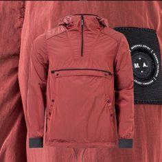 Летний анорак Marshall Artist Liquid Nylon Half Zip Jacket Burnt Orange Liquid Nylon имеет приятный и неповторимый блеск. Большой передний карман. Сетчатая подкладка. Два кармана с застежкой на пуговицы. Регулируемые эластичные манжеты. Бренд Marshall Artist был основан в Лондоне в 2001 году и практически сразу был признан одним из самых успешных и быстроразвивающихся брендов мужской одежды в Великобритании. Марка была представлена в лучших магазинах , в числе которых лондонский Jones and…