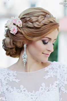 21 Stunning Summer Wedding Hairstyles ❤ If you are so lucky to be getting married in the summer, this gallery of stunning wedding hairstyles is for you. See more: http://www.weddingforward.com/stunning-summer-wedding-hairstyles/ #wedding #bride #weddinghairstyles #bridalhairstyles: